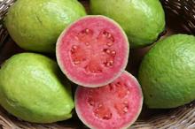 Гуава - зеленое бугристое яблоко.