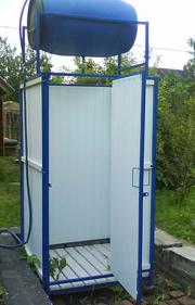 Летний душ с нагревающейся на солнце емкостью с водой