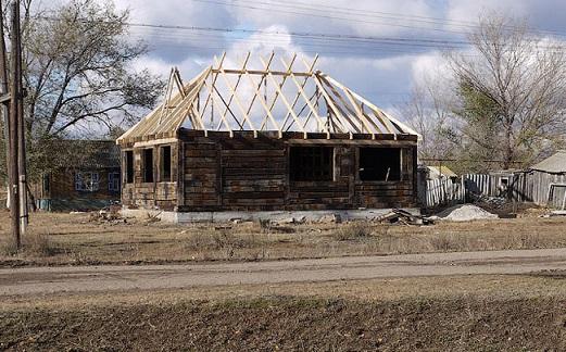 Как построить дом из шпал