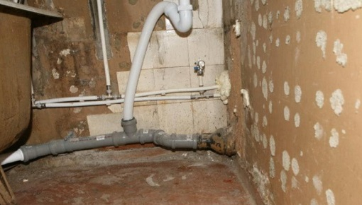 Внутренняя канализация, также как и внешняя, должна иметь наклонные участки