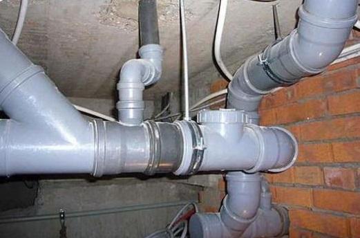 podklyuchenie-kanalizacii-v-chastnom-dome