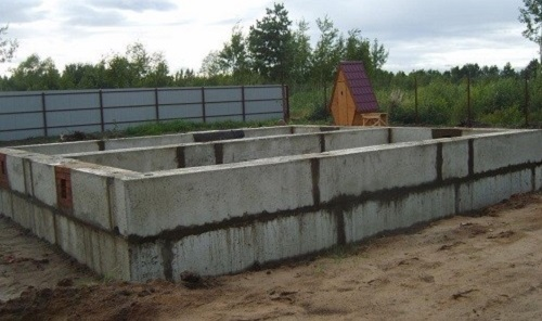 Как установить бетонные блоки