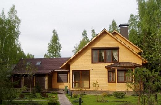 stroim-zagorodnyj-dom-iz-kleenogo-brusa