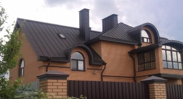 metallicheskaya-falcevaya-krovlya