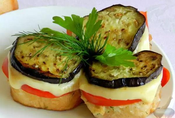 bashenki-iz-baklazhanov-i-pomidorov-s-syrom