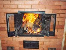 Спастись от холода, согреться в холодную зимнюю пору нам помогают печи и камины