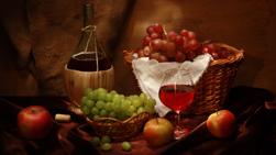 Виноградное  вино содержит  все питательные и вкусовые вещества, имеющиеся в винограде