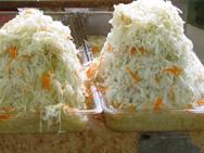 При хранении квашеной капусты, остатки сахаров сбраживаются  и молочнокислое брожение полностью  прекращается