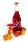 отделить вино от ягод, процеживая смесь через марлю и разделить на две части