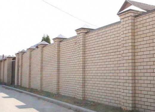 Чем закрыть двор частного дома?