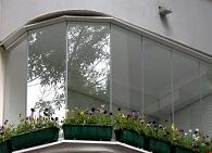 varianty-ostekleniya-balkona-na-dache