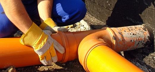uklon-kanalizacii-v-dome