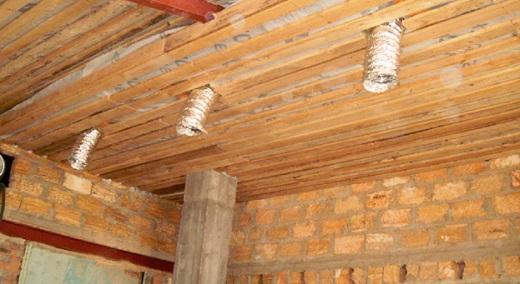 Вытяжные воздуховоды под потолком