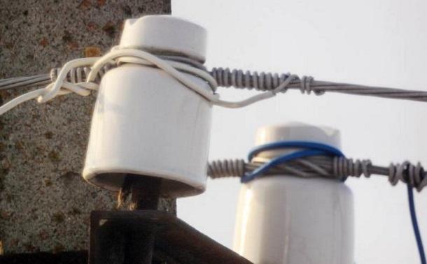 kak-postavit-stolb-dlya-elektrichestva-na-dache-svoimi-rukami-2