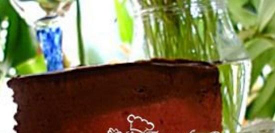tort-klubnichno-bananovo-shokoladnyj-muss
