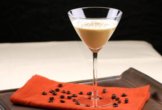 kofe-amaretto-prostoj-tradicionnyj-i-bezalkogolnyj-recepty