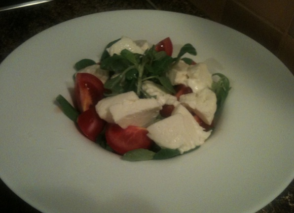 recept-salata-s-mocarelloj-kornom-tomatami-cherri-10