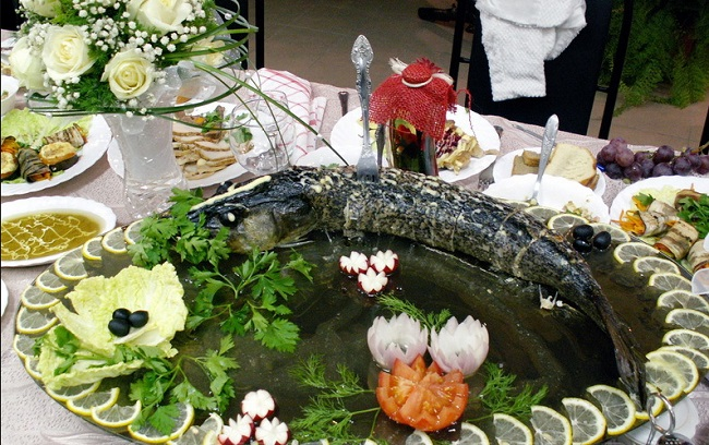 pechenyj-celyj-krasnyj-lyucian-ili-morskoj-okun
