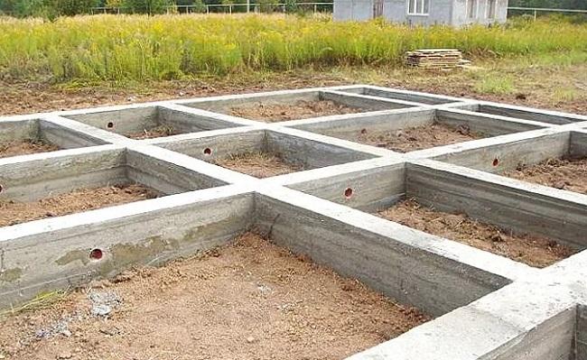 kakoj-nuzhen-fundament-dlya-odnoetazhnogo-doma