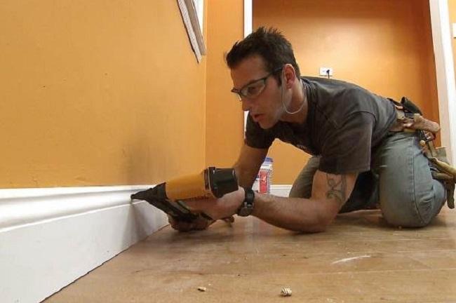 Как постелить паркетную доску на бетонный пол?