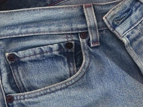 Как убрать клей момент с джинс