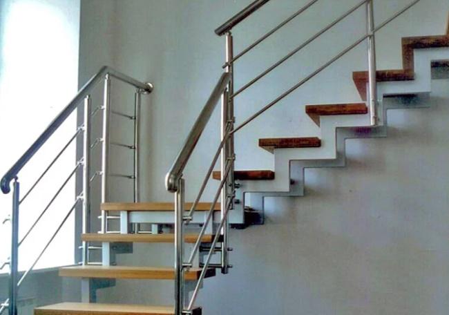 Какой высоты должны быть перила на лестнице, балконе, террасе, веранде – гост