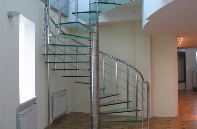 Красивые варианты лестниц на второй этаж для частного дома