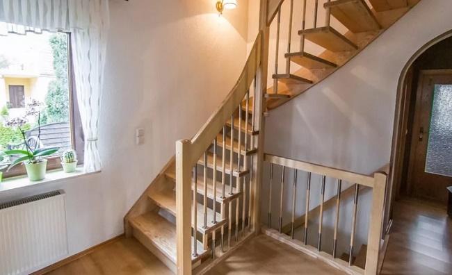 Лестница на второй этаж в частном доме: где лучше разместить?