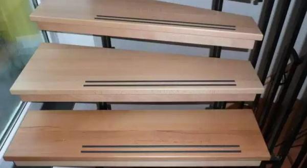 Противоскользящие накладки на ступени деревянной лестницы