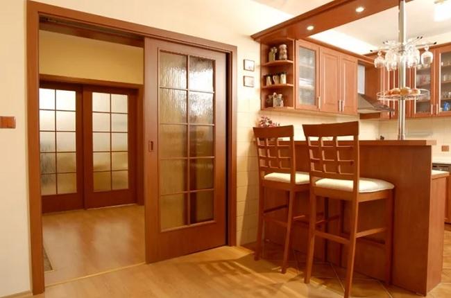 Выбор и установка дверей на кухню