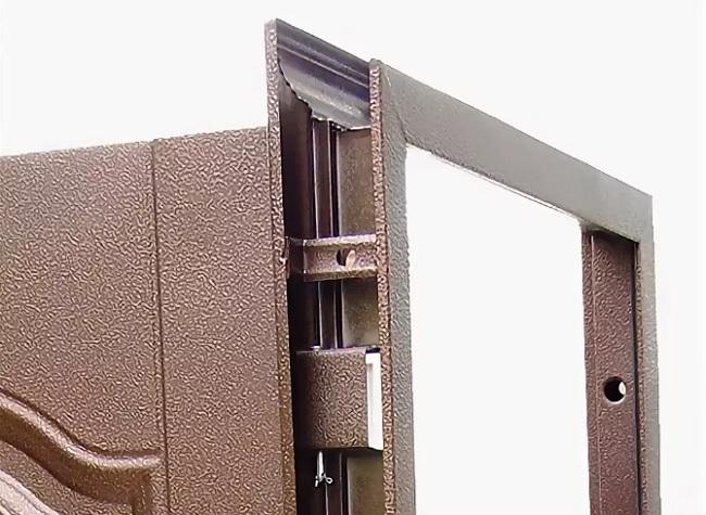 Дверная коробка металлической двери