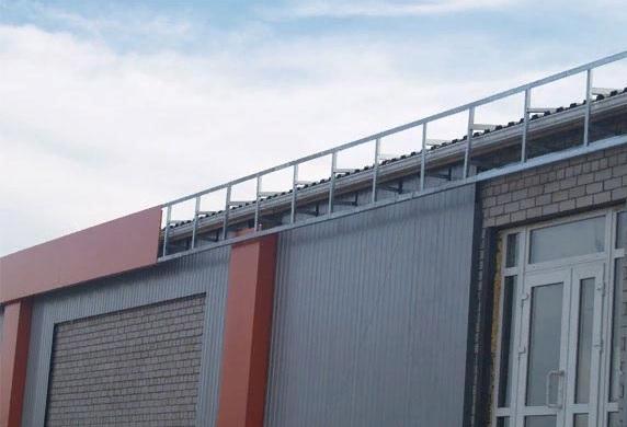 Для чего нужен парапет на крыше?