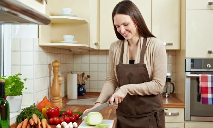 Как правильно вести домашнее хозяйство работающей женщине?