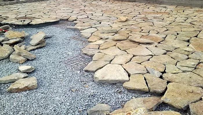 Как укладывать песчаник?