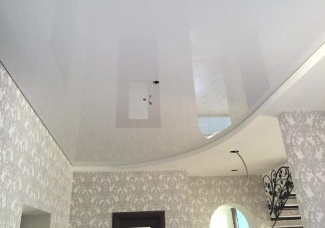 Чем дешевый натяжной потолок отличается от дорогого?